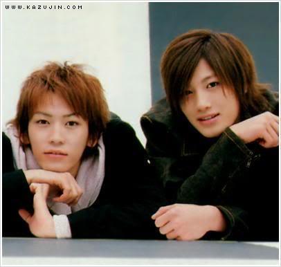 Jin Akanishi y Kamenashi Kazuya~DUET (Julio 2002) 000rr85w