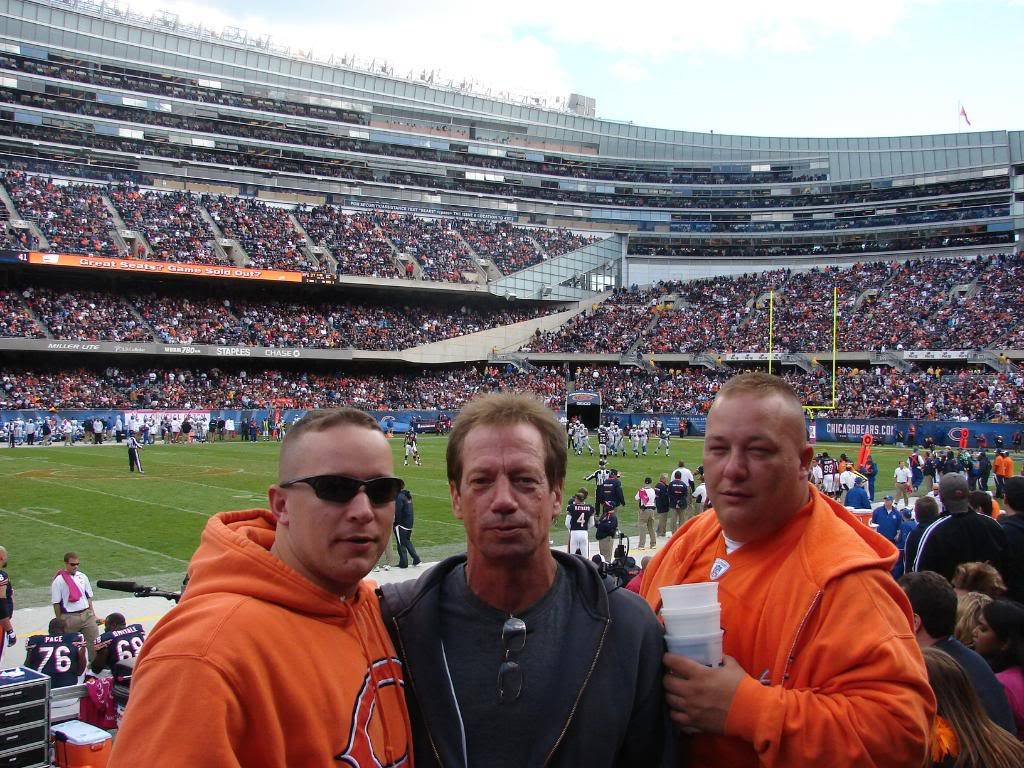 Pics from the BEARS game........ pic heavy! DSC03163
