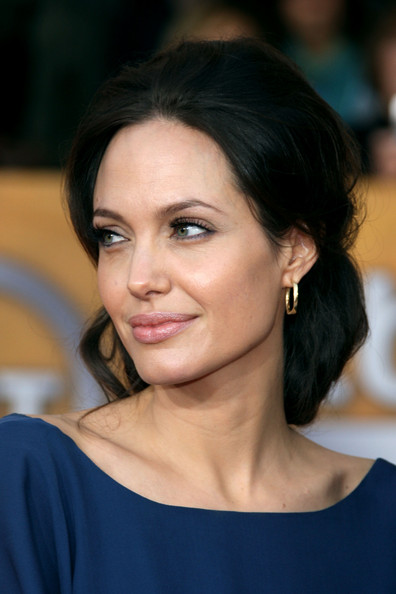Angelina Jolie / ანჯელინა ჯოლი - Page 2 F6f68f337584347208f1717bac783e6c