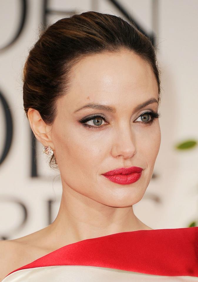 Angelina Jolie / ანჯელინა ჯოლი - Page 2 867c1d27be823918e232af66c069114d