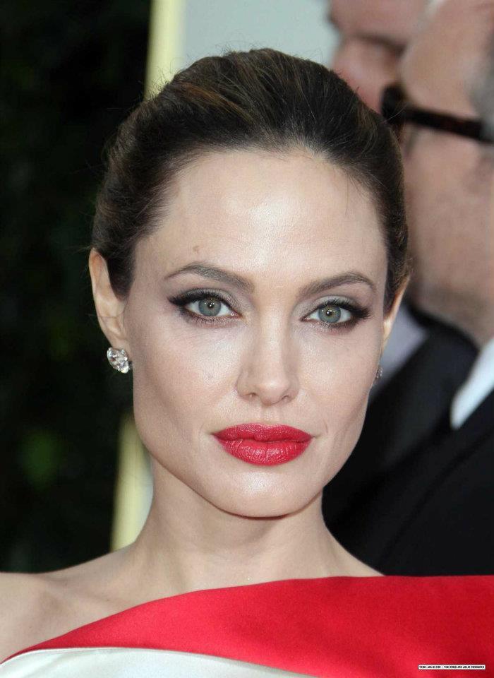Angelina Jolie / ანჯელინა ჯოლი - Page 2 32f2369f9a83a0cb15ba7c630b998878