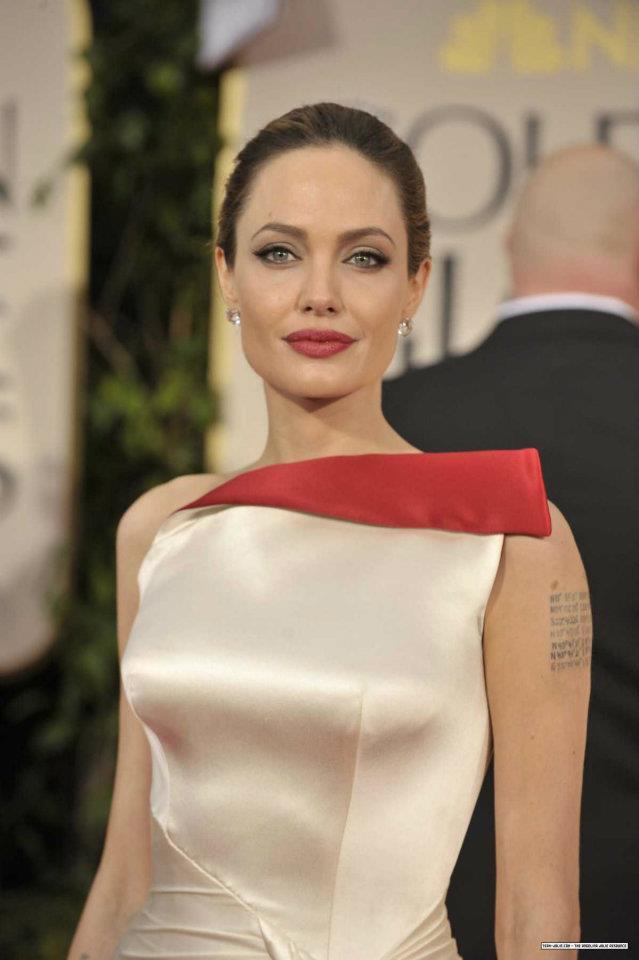 Angelina Jolie / ანჯელინა ჯოლი - Page 2 A05de805c5d3b6125e545ac6076bb4ae