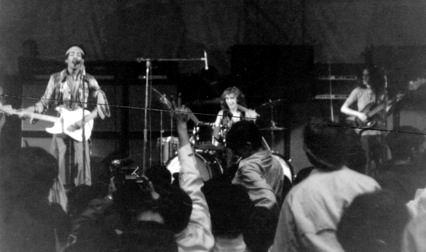 Providence (Rhode Island Auditorium) : 17 mai 1969   9e97498a433a1fd8f7c7682ccb3b8901