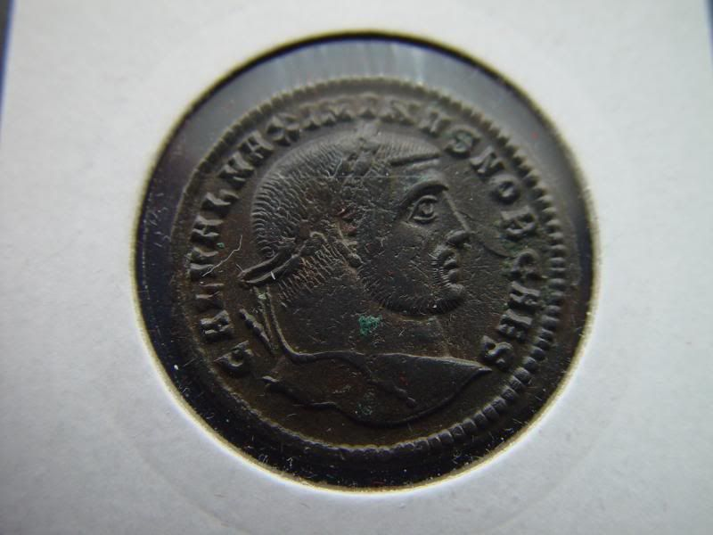 Follis de Maximino II Daia DSC05467_zps47bf6ba7