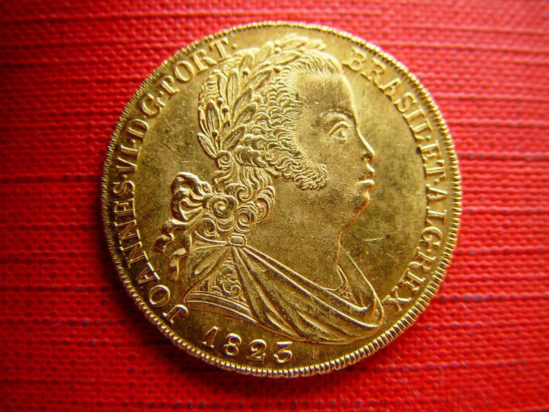 PEÇA (6400 Réis) D. João VI, 1823 - Ouro PORTUGAL DSC09136_zps8ca8cbb9