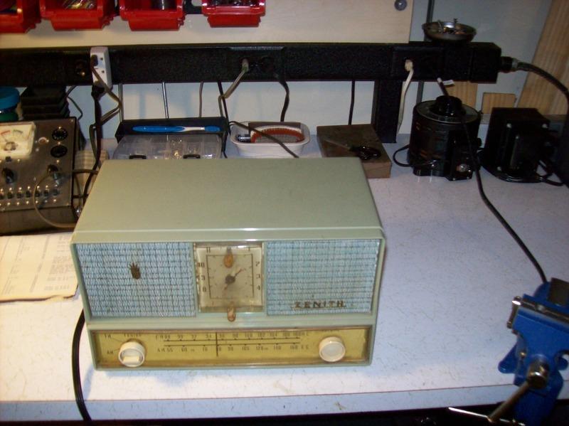 Can you identify this Zenith AM/FM clock radio? 100_1221_zpssfzvzjr2