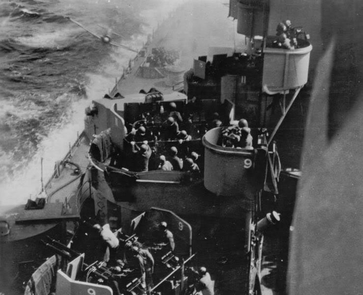 l'US navy 739px-Kamikaze_zero