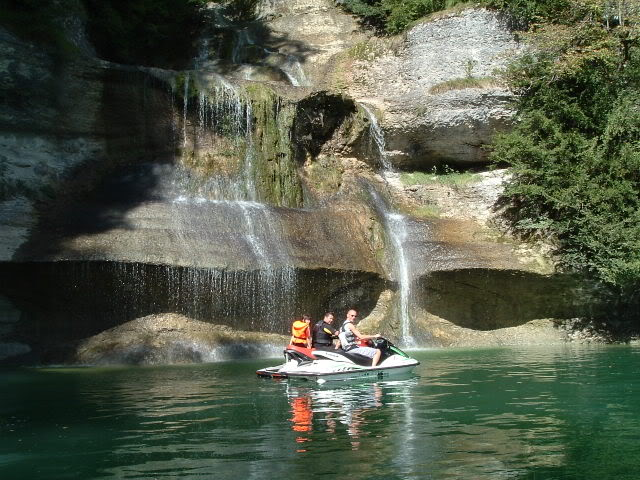 Jura (39) : mise a l'eau lac de vouglans Lacvouglans009