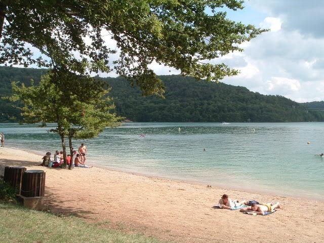 Jura (39) : mise a l'eau lac de vouglans Lacvouglans012