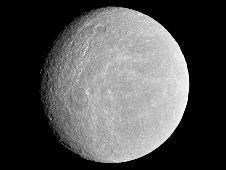 Rhea,une lune de Saturne,a une atmosphère composée d'oxygène et de dioxyde de carbone 502262main_PIA12648-43_226-170