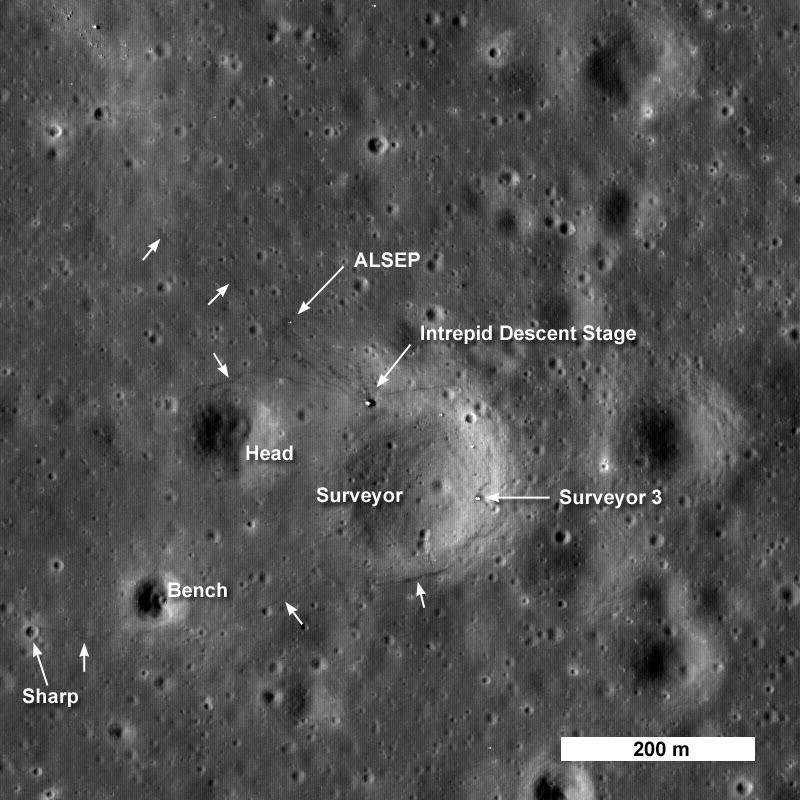 LRO a survolé le site d'Apollo 12 Apollo_12_4