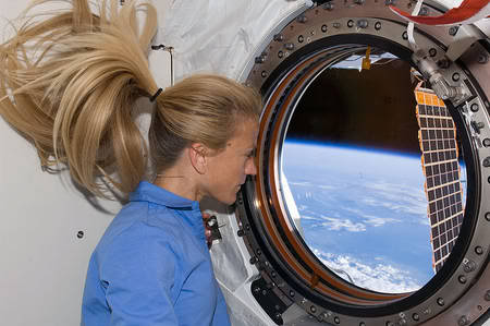 Bientôt la Terre vue de l'espace depuis l'ISS, en vidéo et en direct RTEmagicC_KarenNyberg_window_txdam22942_dffb6e