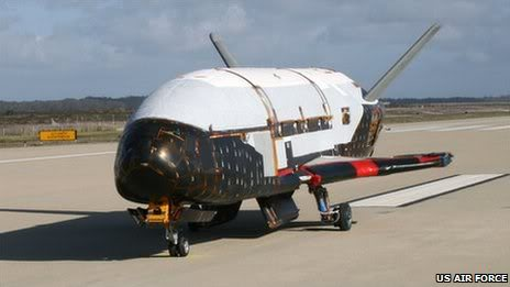 Des nouvelles du X-37B,le prototype secret d'un drone spatiale américain _50282322_100330-o-1234s-001-1
