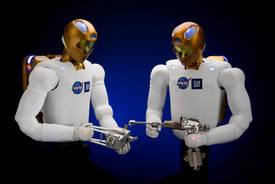 Un robot résident permanent de la Station spatiale Ea8546f907