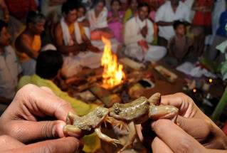 Ritos y ceremonias: Importancia educativa personal y social de las tradiciones 24-hours-in-pictures-Guwa-014