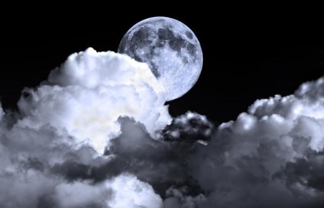 Sobre influencia lunar; lunáticos y mito de los lobizones u hombres lobo Luna-nublado