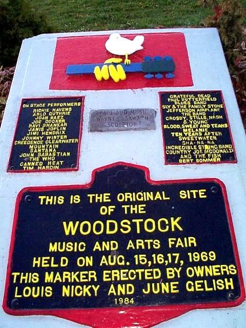 Woodstock ¿El funeral del movimiento Hippie? Woodstock_monument
