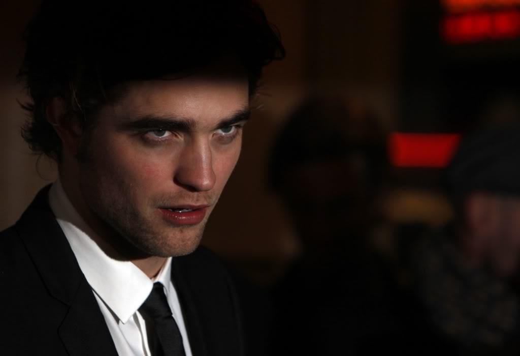 Twilight Mega Thread: RPattz--Ruining lives since 2008 - Page 4 45031_Robert_Pattinson__UK_premiere