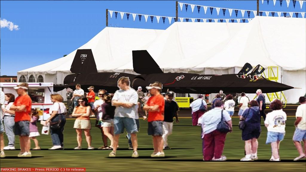 Indo para a maior feira militar  Mini--2012-jun-15-057