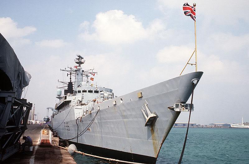 Quân đội các nước Châu Âu 800px-HMS_London_F95_starboard_bow1