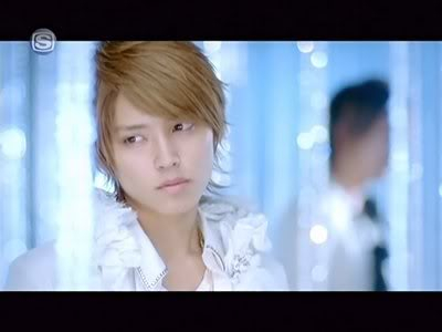 Who looks the most feminine in male bands? 96849-tegoshi-aiaigasacaps-01-122-8