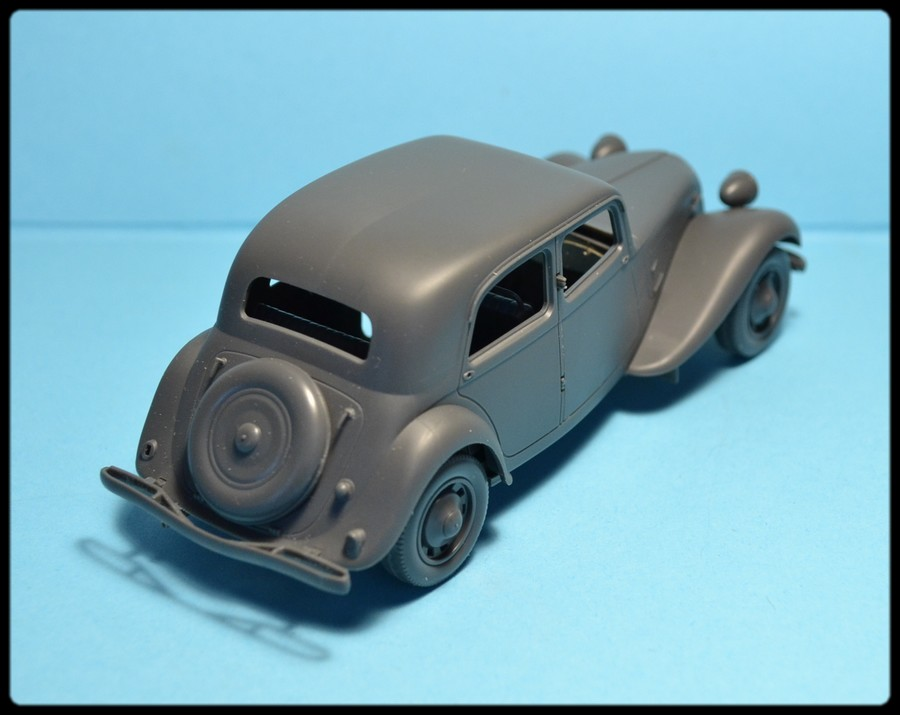Citroën traction avant capturée ( TAMIYA N° 35301, 1/35 ) DSC_0080_zpscb43465a