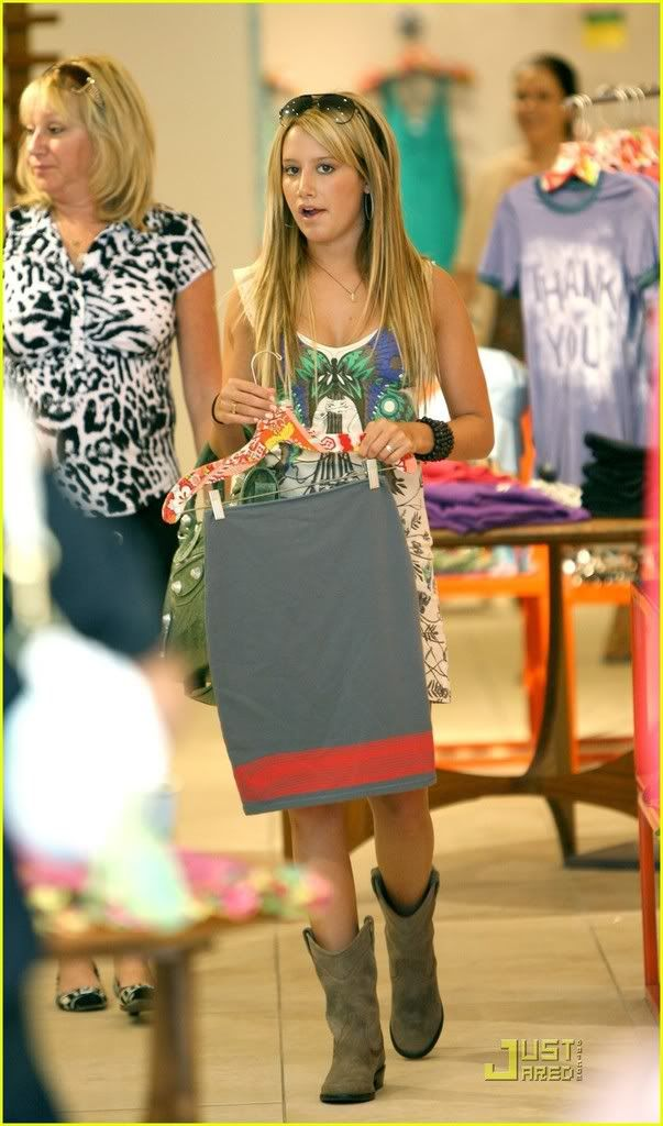 ~*Slike iz SHOPINGA!!!*~ - Page 2 Ashley-tisdale-professional-07