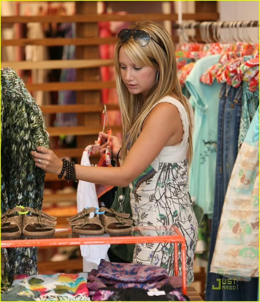 ~*Slike iz SHOPINGA!!!*~ - Page 2 Ashley-tisdale-professional-22