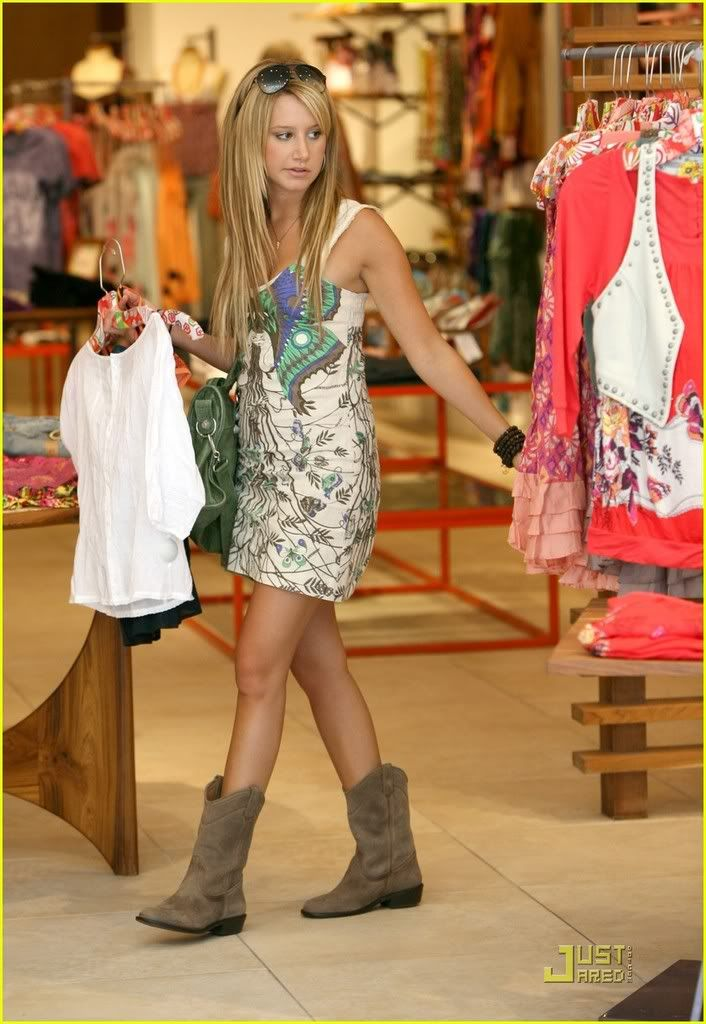 ~*Slike iz SHOPINGA!!!*~ - Page 2 Ashley-tisdale-professional-23