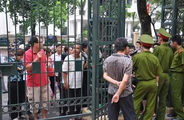 Tuyên án Nguyễn Đức Nghĩa 1279072300-nnguoi-dan-toi-phien-toa