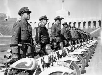 NOSTALGIA - Page 4 Inspection_of_motorcycle_officers_1