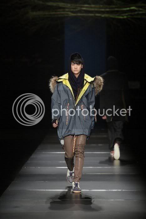 [PICS] HyungSik modelando en la pasarela Image121