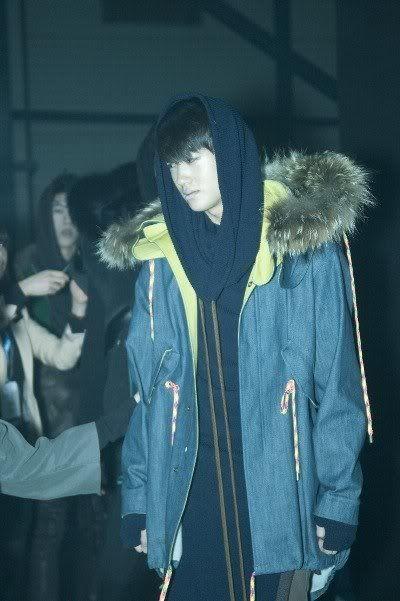 [PICS] HyungSik modelando en la pasarela Image122