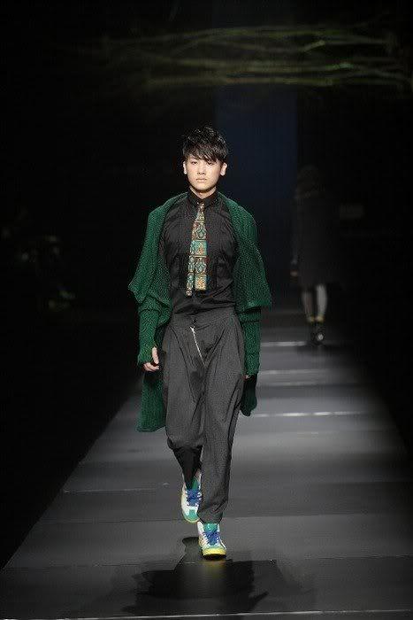 [PICS] HyungSik modelando en la pasarela Image123
