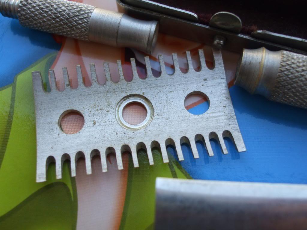 Merkur de voyage 933 peigne ouvert - une petit rasoir DSCF7520_zps357f98f6
