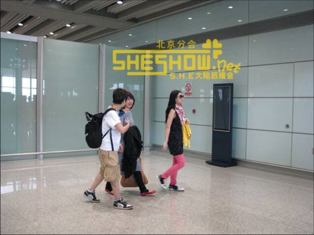 S.H.E @ Beijing Airport 06-05-08 Picture6