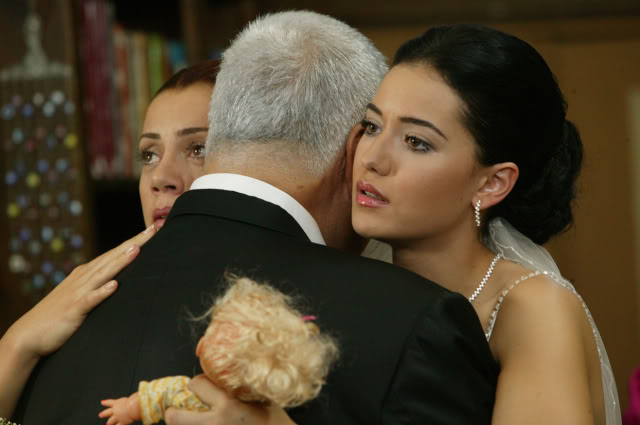 Fahriye Evcen - Pagina 2 FOTO2