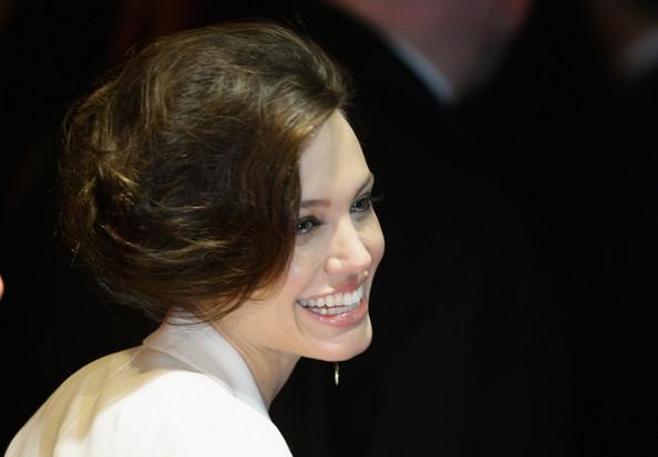 Angelina Jolie / ანჯელინა ჯოლი - Page 2 48a7306d16eae456a8de76c89bdd6ea5