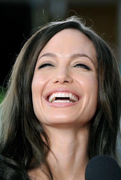 Angelina Jolie / ანჯელინა ჯოლი - Page 2 E57ef7a2e527bbc04982485f38cc39fd