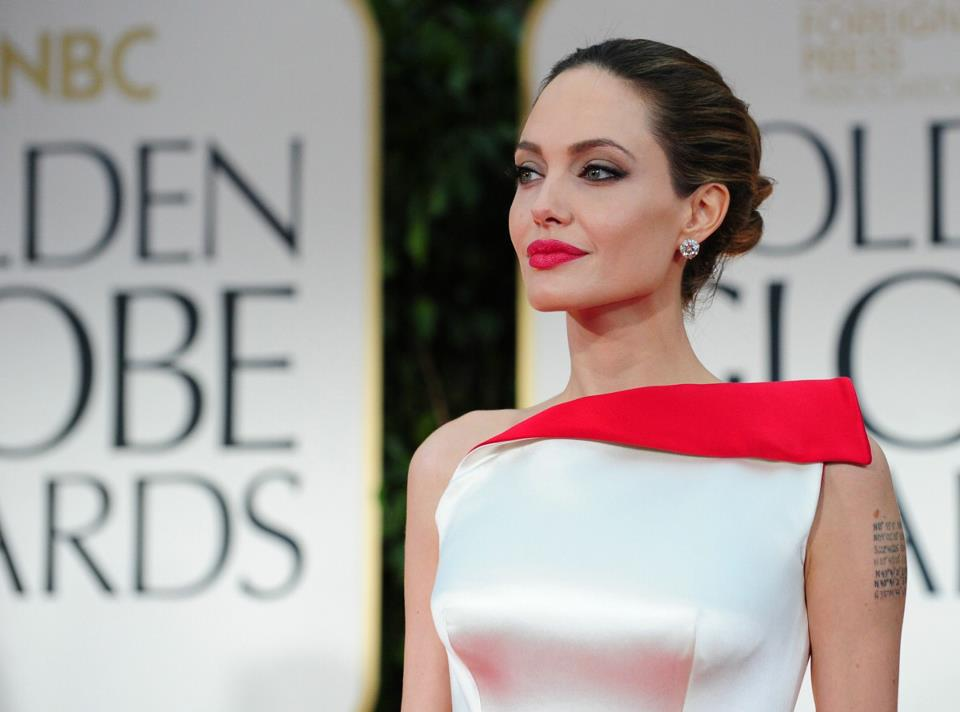 Angelina Jolie / ანჯელინა ჯოლი - Page 2 Da2b7e1414c78dde61a95c4670f18c15