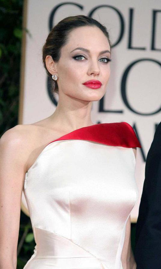Angelina Jolie / ანჯელინა ჯოლი - Page 2 Cc439e1eaaa7e92e5bff987b330378d2