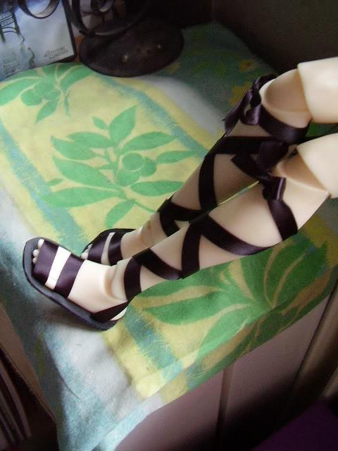 Petites sandales pour l'été ((confection chaussures)) P5010528