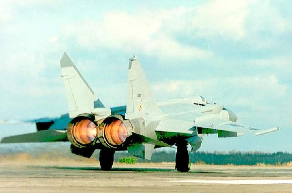 الطائرة المقاتلة (الاستطلاع / الاعتراض) Mig - 25 MIG-25FU-75ARGELINODESPEGUEMIGREMON