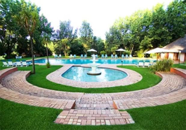Swim in the magnificent pool Valley_lodge_magaliesburg_03
