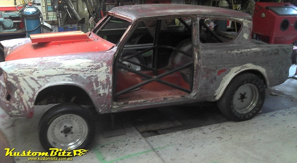 Ford Anglia a taller Anglia-Ford-105e-Gasser-dragster-paint-stripped