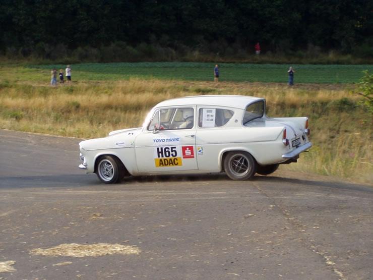 Ford Anglia a taller FordAnglia105E-M1