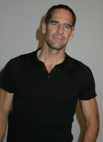 Pictures to drool over - Page 6 Scottbakula4