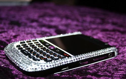 Hallie's blackberry ~ Atrévete a tocarla y te corto las manos. 4h6ar_large