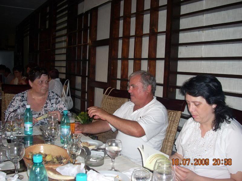 "18 iulie 2009-Volumul de versuri ""Saruta-mi lacrima""a doamnei Atena Mariana Zara prezentat iesenilor AtenaVictorCristina"