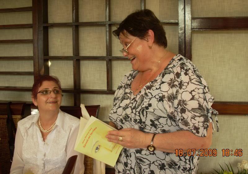"""18 iulie 2009-Volumul de versuri """"Saruta-mi lacrima""""a doamnei Atena Mariana Zara prezentat iesenilor AtenasiMara"""